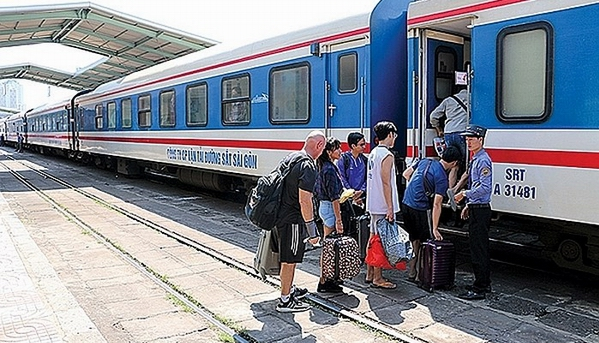 Vietnam Railways to lower train fares after summer holiday